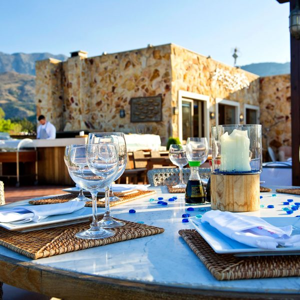 Alfresco dining tables at Almyra Fish & Sushi Restaurant in Georgioupolis, near Rethymno & Chania